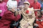 Đám cưới cảm động của cặp đôi hơn 80 tuổi sau 66 năm sống chung một nhà