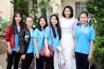Hoa hậu Đại dương Đặng Thu Thảo về trường cũ thăm thầy cô