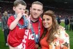 Rooney hụt hơi trên sân cỏ, núp bóng vợ trên mạng xã hội