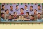 Khách Tây chi gần 1.500 USD đến Triều Tiên cắt tóc 'độc lạ'