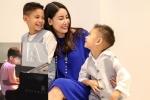 Hai con trai Hoa hậu Hà Kiều Anh trổ tài đánh piano