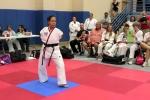 Video: Cô gái cụt tay lái máy bay bằng chân, giành đai đen Taekwondo