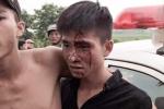 Video: Nam thanh niên chảy máu đầu kéo hàng chục người đến gây gổ xô xát với CSGT ở Đắk Lắk