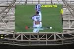 Quá hâm mộ, trọng tài chạy vội lại xin áo Neymar
