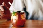 Nguy cơ ngộ độc khi uống cocktail bằng loại cốc đang 'siêu hot' trên instagram