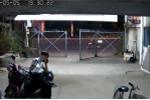 Video: Giả vờ nghe điện thoại rồi trộm xe máy ở Đồng Nai