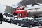 Hiện trường thảm khốc vụ 50 ô tô đâm liên tiếp trên đường cao tốc ở Mỹ