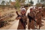 IS tung video huấn luyện binh sĩ nhí bắn AK47