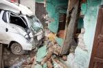 Xe tải tông sập nhà dân, 3 người thương vong