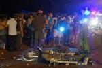 Xe máy chở 3 tông xe tải, 2 người chết, 1 người nguy kịch