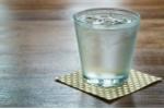 Uống nước lạnh giúp giảm cân