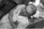 Bác sĩ bị người nhà bệnh nhân đánh vỡ đầu, bất tỉnh