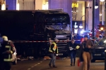 Khủng bố lao xe vào chợ Giáng sinh ở Đức, ít nhất 9 người chết