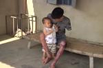Rơi nước mắt hoàn cảnh chàng trai cụt tay bị vợ bỏ, phải 'gà trống nuôi con'