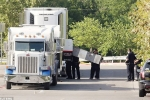 Kinh hãi phát hiện 8 thi thể trong xe tải ngoài siêu thị ở Mỹ