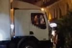 Khoảnh khắc tài xế xe tải khủng bố bị cảnh sát bắn chết