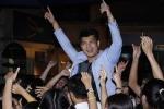 Gặp scandal tình cảm, Trương Thế Vinh vẫn 'quậy hết mình' khi về trường cũ