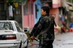 Binh sĩ Philippines đi từng nhà ở Marawi để lùng phiến quân