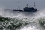 Áp thấp nhiệt đới gây gió mạnh ngoài biển Đông