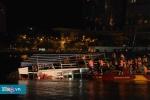 Clip: Tàu du lịch chở hàng chục người lật úp trên sông Hàn