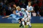 Nén đau đá với Uruguay, Messi chấn thương háng