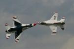 Hai chiến cơ Mỹ va đâm trên không, phi công may mắn thoát chết