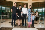 Duong Thuy Linh ben bo me