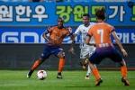 Xuân Trường về nước, Gangwon tụt sâu ở K-League