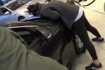 Mỹ: Chỉ cần hôn để sở hữu ô tô sang