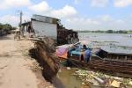 Sạt lở nhấn chìm 14 căn nhà ở An Giang: Dân mất nhà, mắc võng ngủ trong chùa