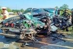 Xe 7 chỗ tông thẳng vào xe tải ở Đắk Lắk, 3 người nguy kịch