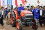 Video: Chủ tịch nước lái máy cày trong lễ Tịch Điền ở Hà Nam