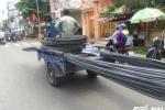 Thêm một nữ sinh bị thanh sắt trên xe 'máy chém' đâm trọng thương