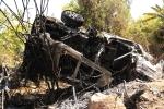 Ôtô chở 5 người đâm vào núi cháy trơ khung