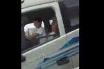 Hoảng hồn clip bố ngủ say để con nhỏ cầm lái xe tải trên quốc lộ