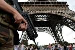 Pháp cuống cuồng sơ tán tháp Eiffel vì báo động khủng bố nhầm