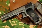 Một CSGT trúng đạn do súng của đồng đội cướp cò