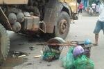 Người phụ nữ bán hàng rong bị xe tải tông chết thương tâm