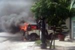 Ô tô bốc cháy trước trụ sở công an phường ở Quảng Ninh
