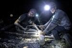 Hàng trăm thợ mỏ kẹt dưới hầm vì pháo kích ở Ukraine