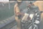 Video CSGT bỏ tiền mãi lộ vào cốp xe