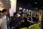 Xấu hổ 'người Việt như holigan' khi tranh nhau mua iPhone trong đêm ở Singapore