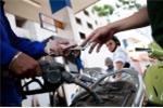 Thuế môi trường 8.000 đồng/lít: Taxi giật mình, chuyên gia lo lắng giá xăng