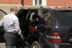 Hé lộ sự thật về 'người phụ nữ áo đỏ' bí ẩn xuất hiện trong xe của ông Putin