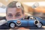 Điêu khắc vào xe Rolls-Royce để gây quỹ chống ung thư vú