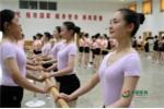 Nữ binh sỹ Trung Quốc luyện vóc dáng trước ngày duyệt binh