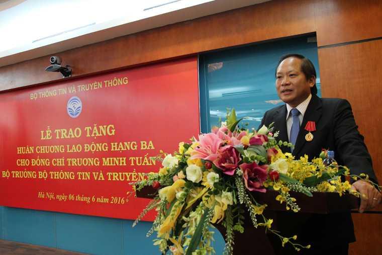 Bo truong Truong Minh Tuan nhan Huan chuong Lao dong hang Ba hinh anh 3
