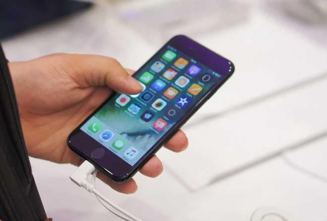 iPhone 7 xach tay xuong duoi 16 trieu dong hinh anh 1