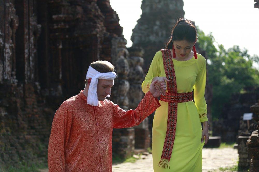 A hau Thanh Tu cung Kyo York ke chuyen tinh day lang man hinh anh 3