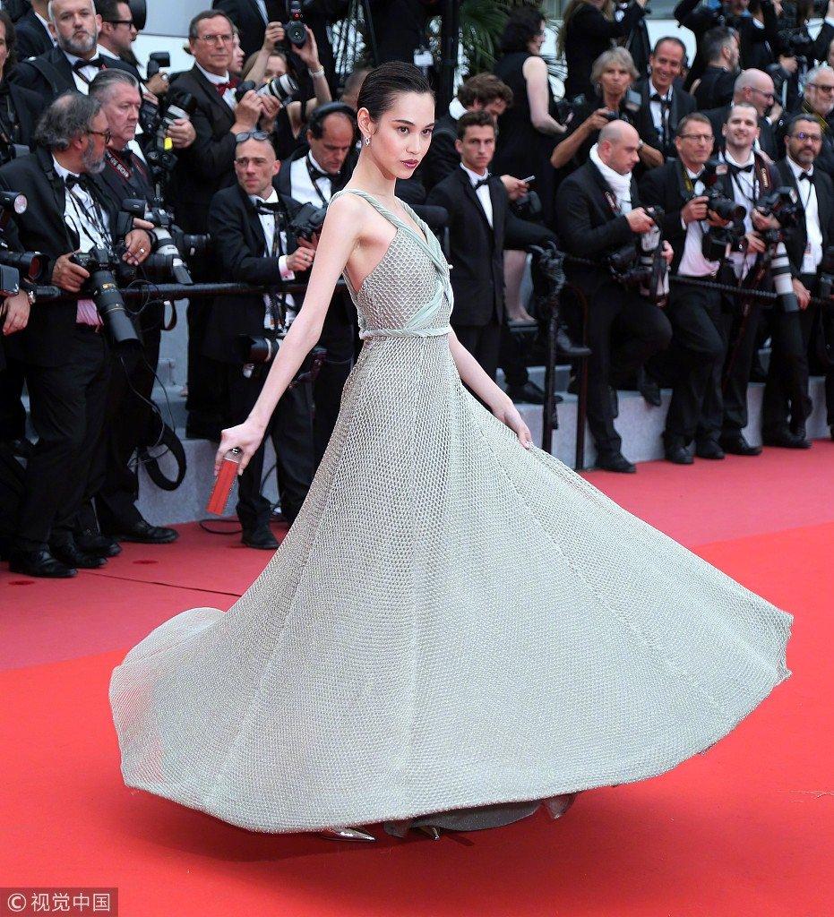 Sao nu mac phan cam, dong gia Pham Bang Bang nao loan tham do Cannes hinh anh 8